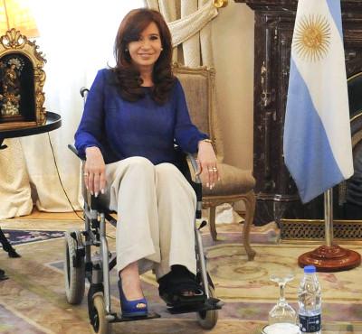 Cristina-Kirchner-Silla-ruedas-29-12015-foto-dyn