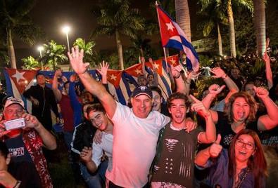 cubanos-festejan-la-muerte-de-fidel-castro-26-11-2016